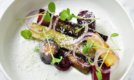 Recept van Seppe Nobels: Gepofte wortel, sneeuw van jonge geitenkaas, rode biet, ui en waterkers