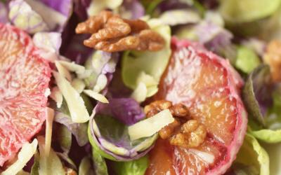 Recept: Salade met rauwe spruitjes
