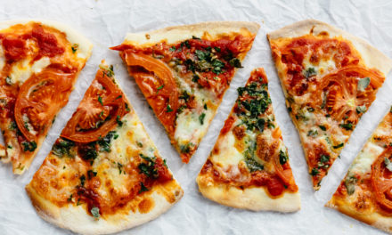 Recept: Pizza met mozzarella en oregano
